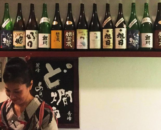 Most customers of Donpachi sake bar are sake lovers.