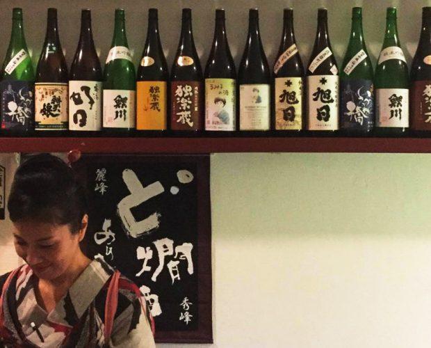 Most customers of Donpachi sake bar are sake lovers.